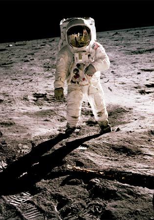 buzz-aldrin-moon-msfc-6900952-ga.jpg