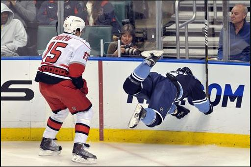 Postconcussive Symptoms and Cortical Thickness in Hockey Players