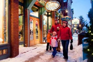 family-shopping-in-breckenridg